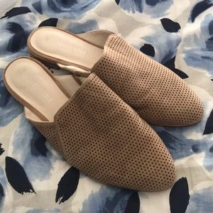 Kenneth Cole tan Mules